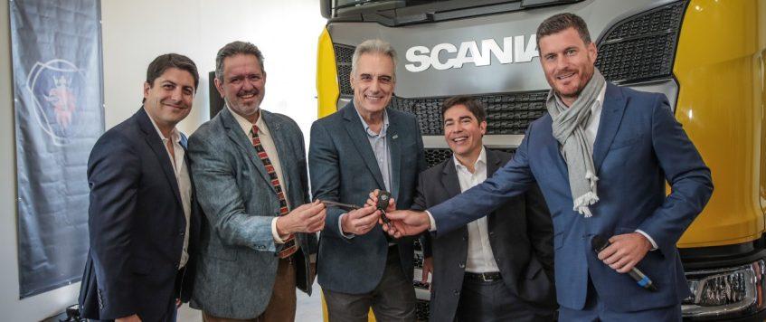 Scania entregó un nuevo camión escuela a FPT